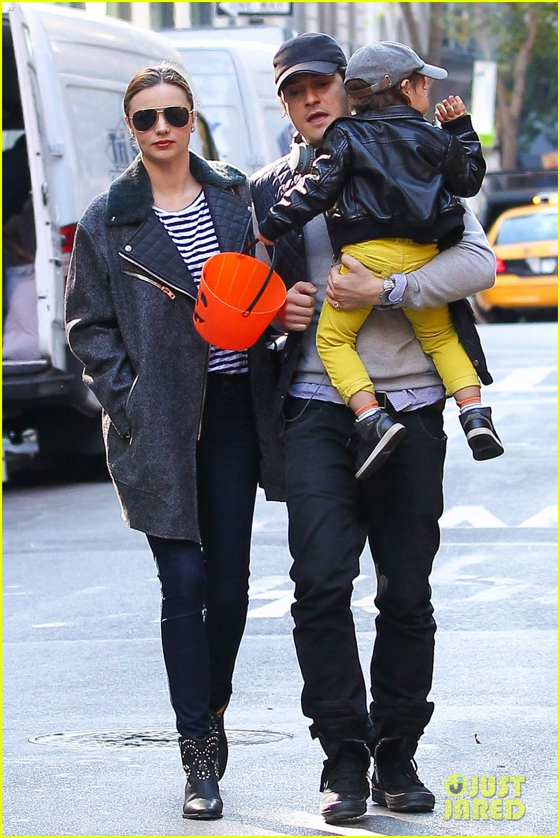 orlando bloom miranda kerr happy halloween with flynn 13