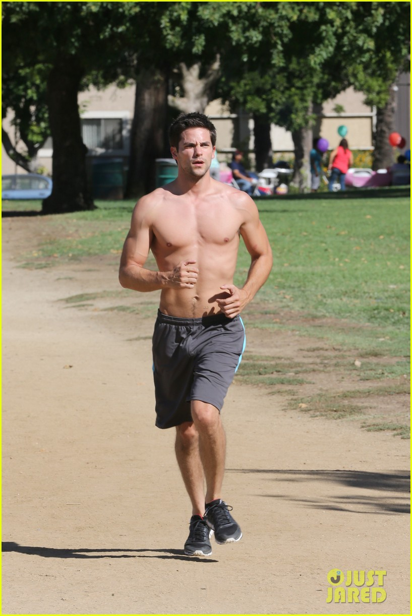 brant daugherty shirtless park workout football game 062969603