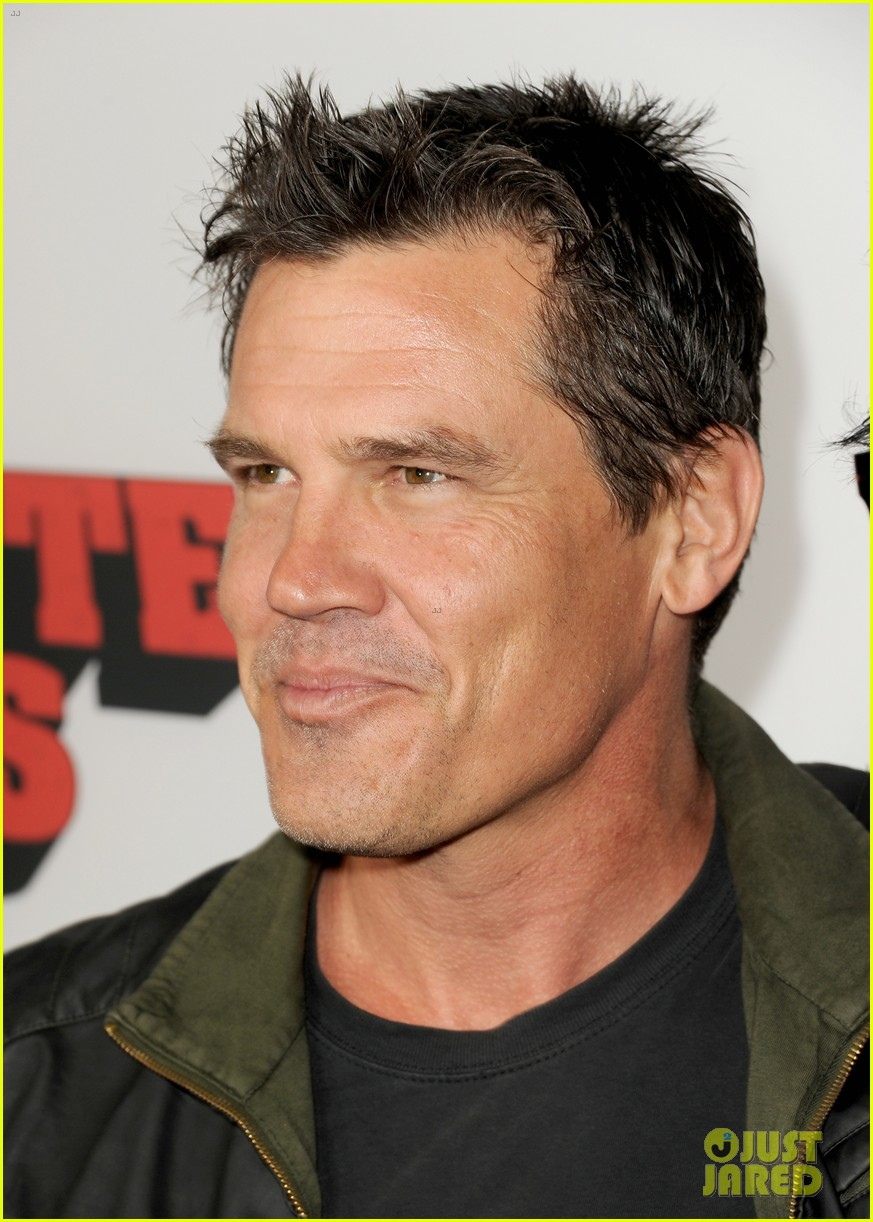 josh brolin works out attends machete kills premiere 062965755