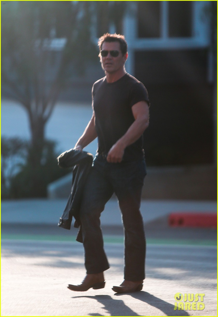 josh brolin works out attends machete kills premiere 162965765