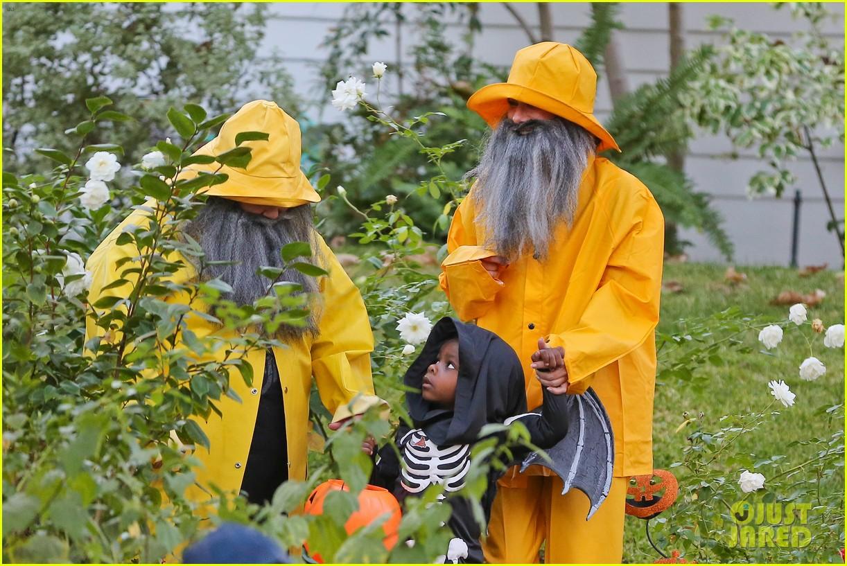 sandra bullock melissa mccarthy halloween fishermen 182983857