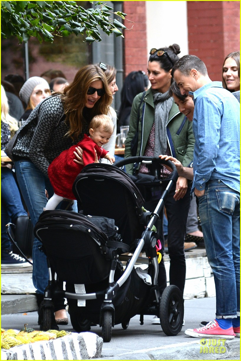 gisele bundchen vivian big apple shopping duo 03