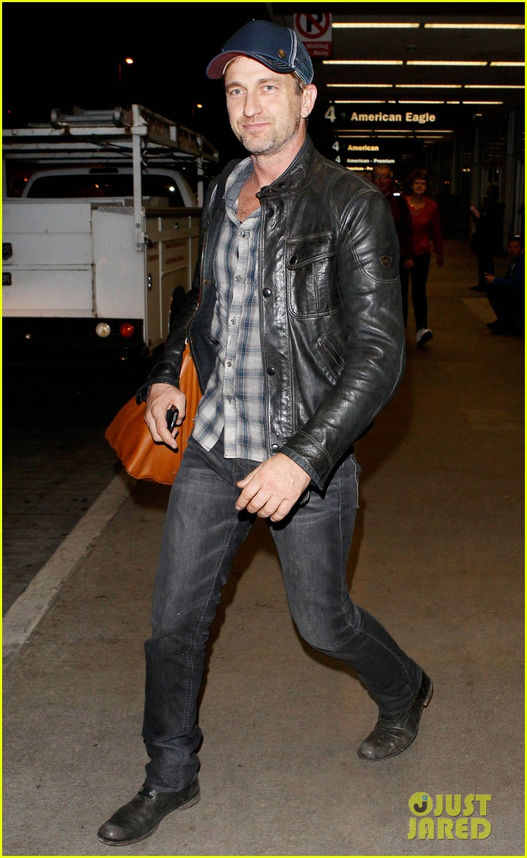 gerard butler is back in los angeles after trip to new york 01