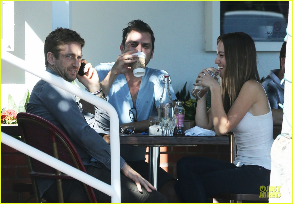 gerard butler enjoys fred segal lunch with friends 07