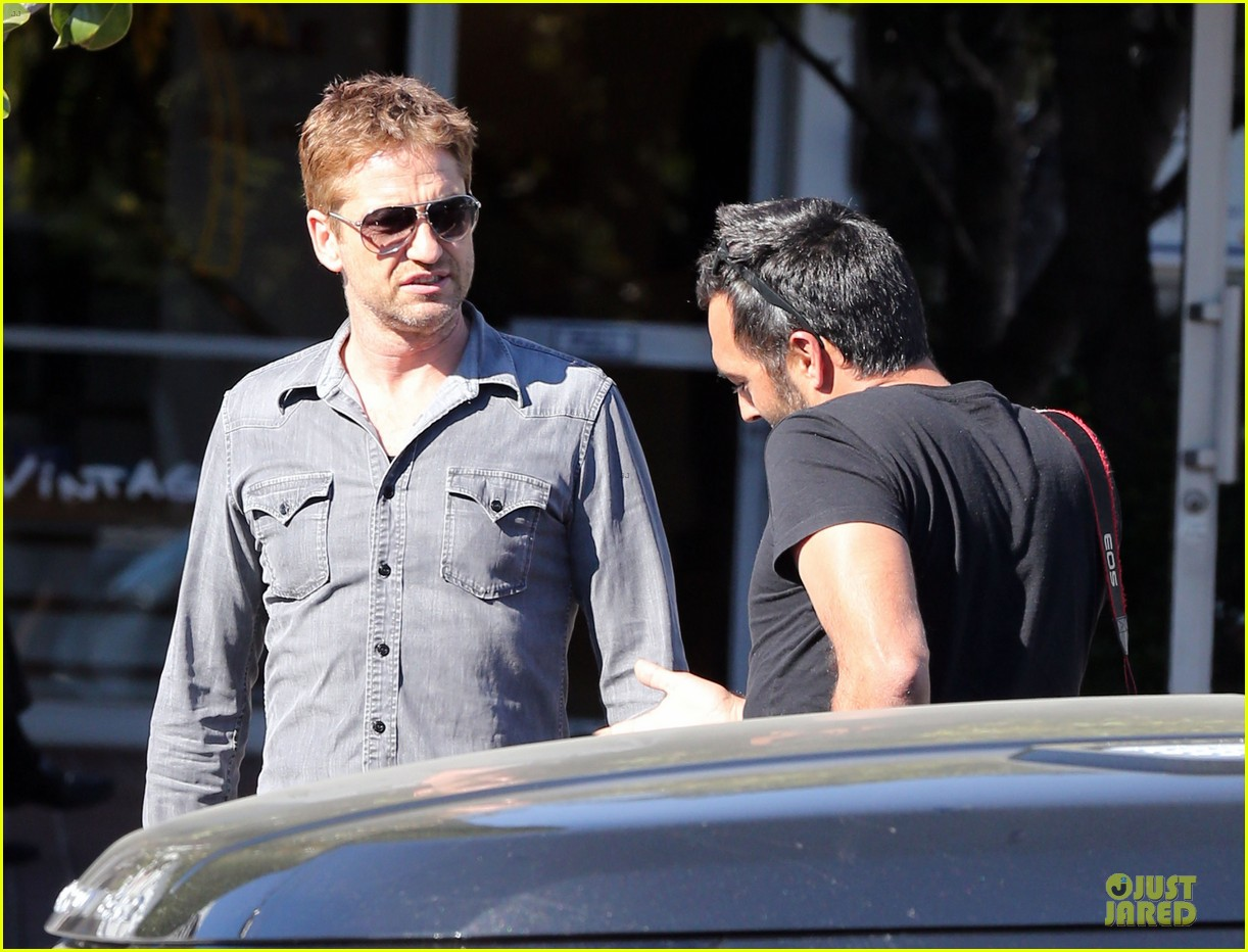 gerard butler enjoys fred segal lunch with friends 20