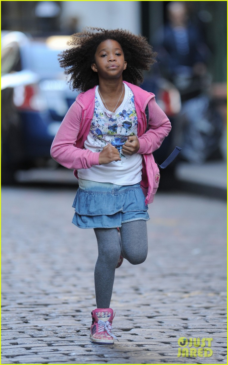 rose byrne quvenzhane wallis film annie before weekend 06