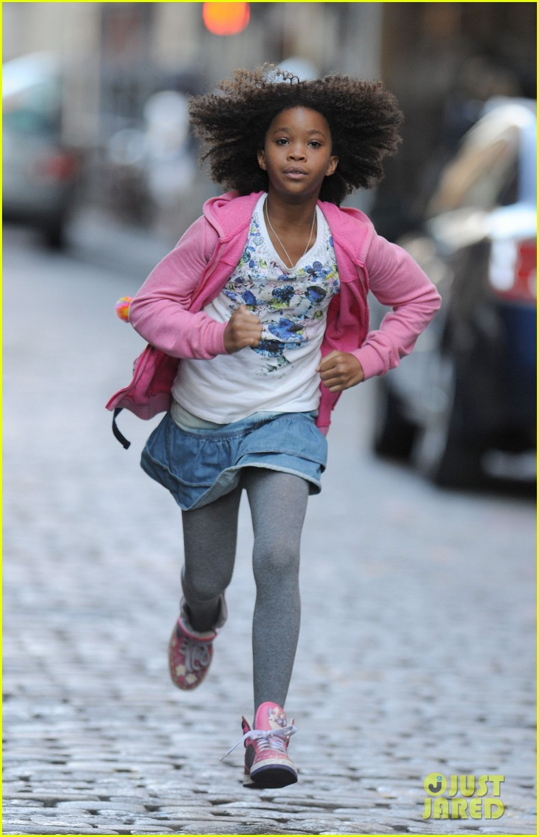 rose byrne quvenzhane wallis film annie before weekend 07
