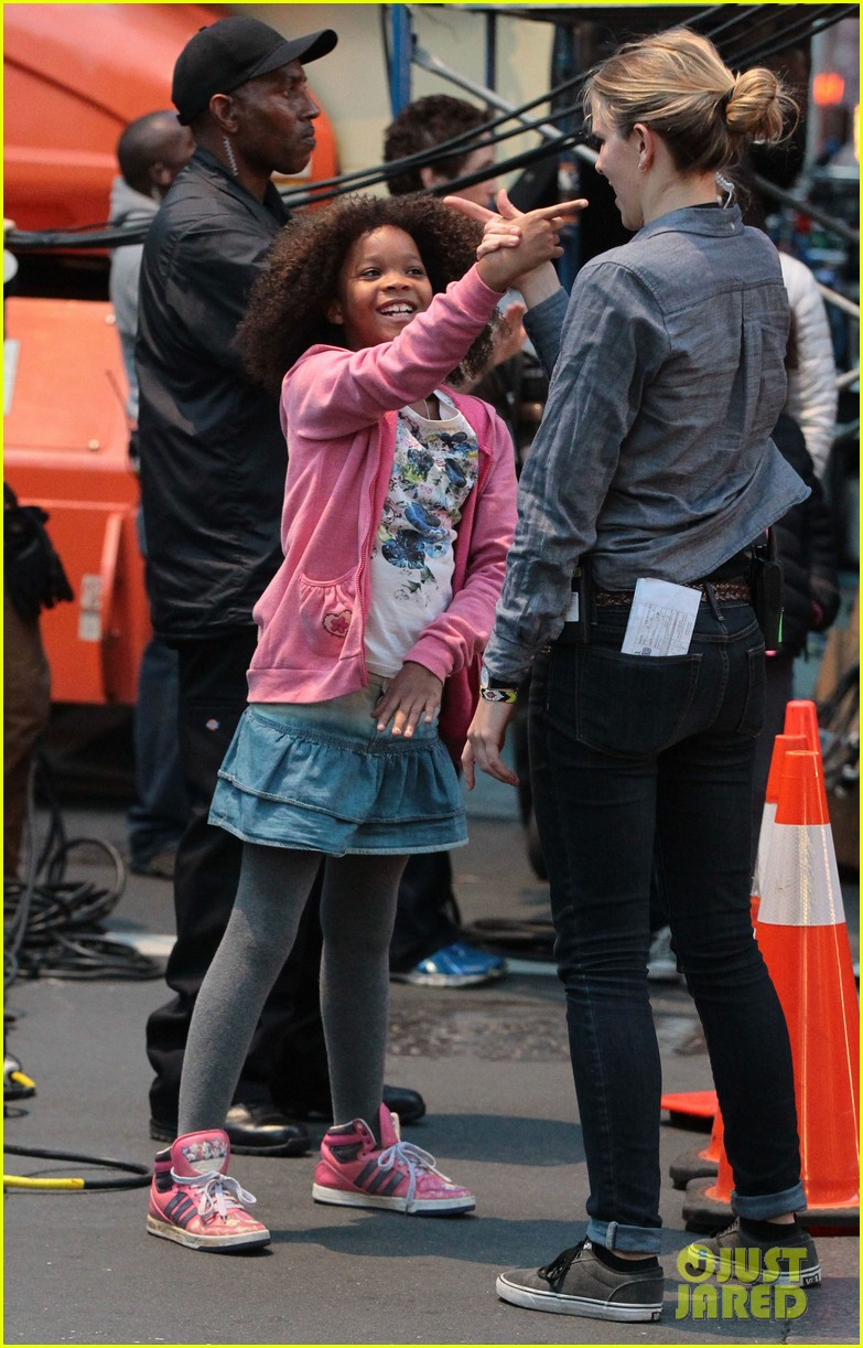 rose byrne quvenzhane wallis film annie before weekend 172975467