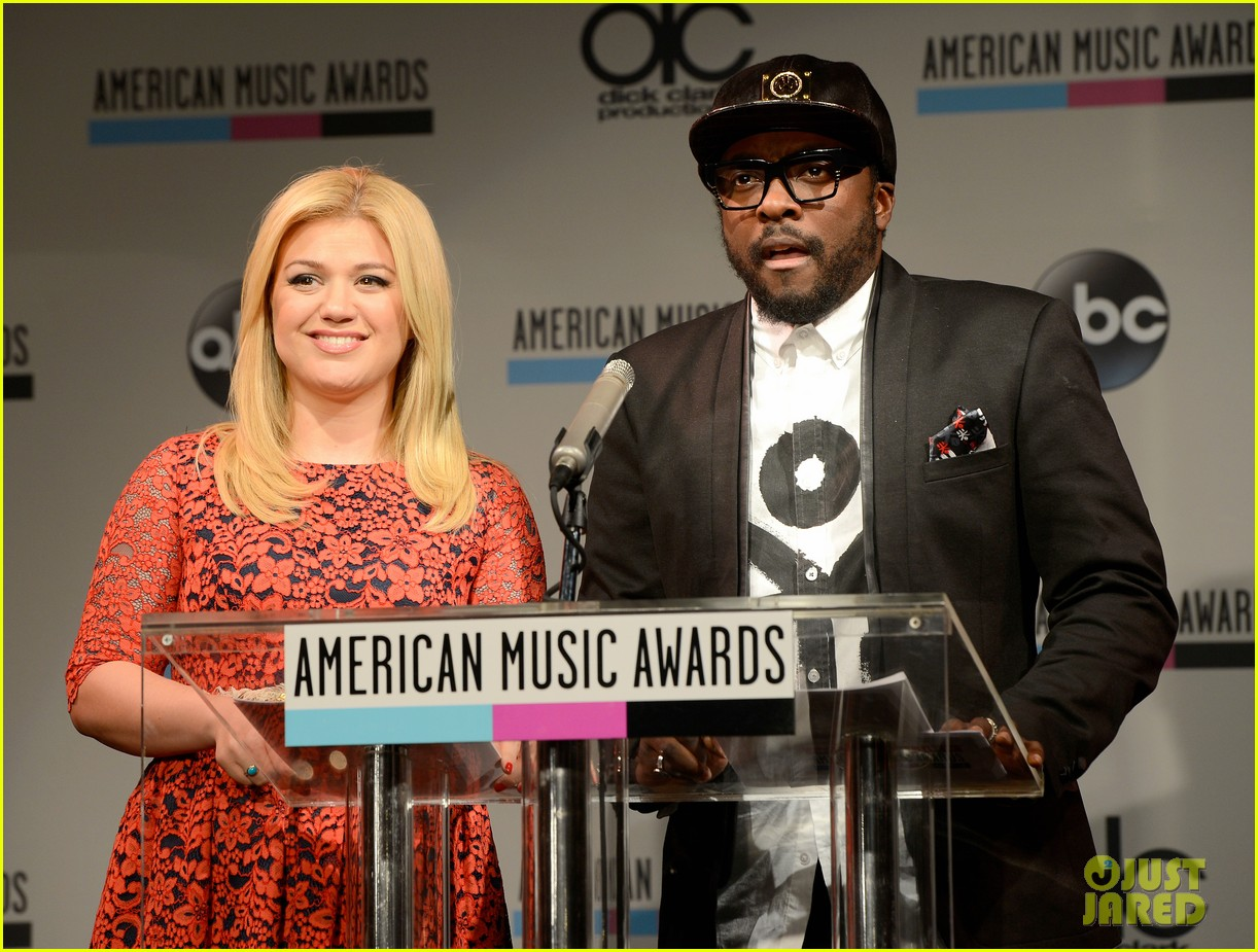kelly clarkson william announce american music awards nominations 042969615