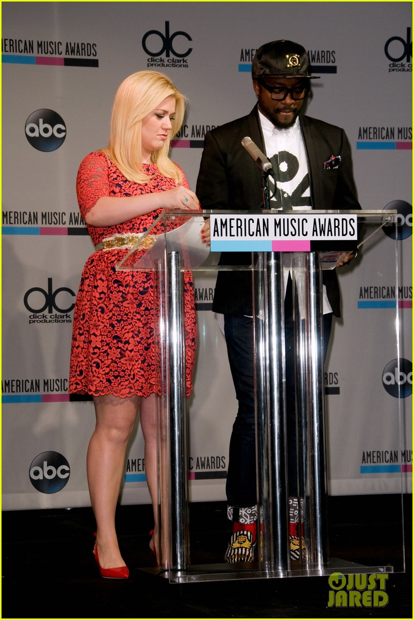kelly clarkson william announce american music awards nominations 08