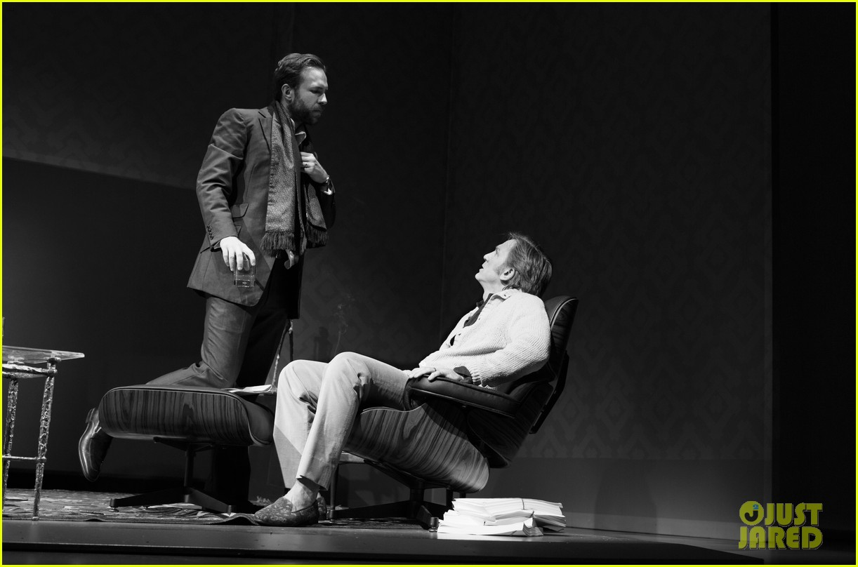 daniel craig rachel weisz betrayal production photos 082980961