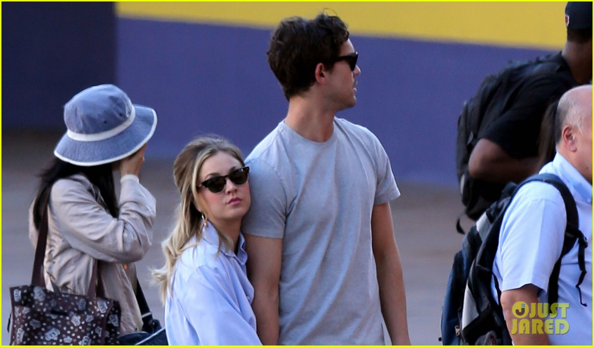 kaley cuoco ryan sweeting hold hands on set 01