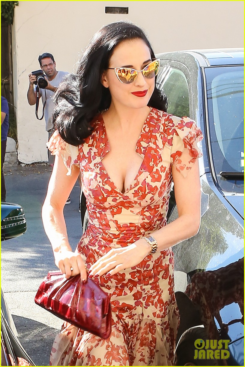 Dita Von Teese: I Look Ridiculous In Skinny Jeans!: Photo 2973107  Dita  Von Teese Pictures  Just Jared