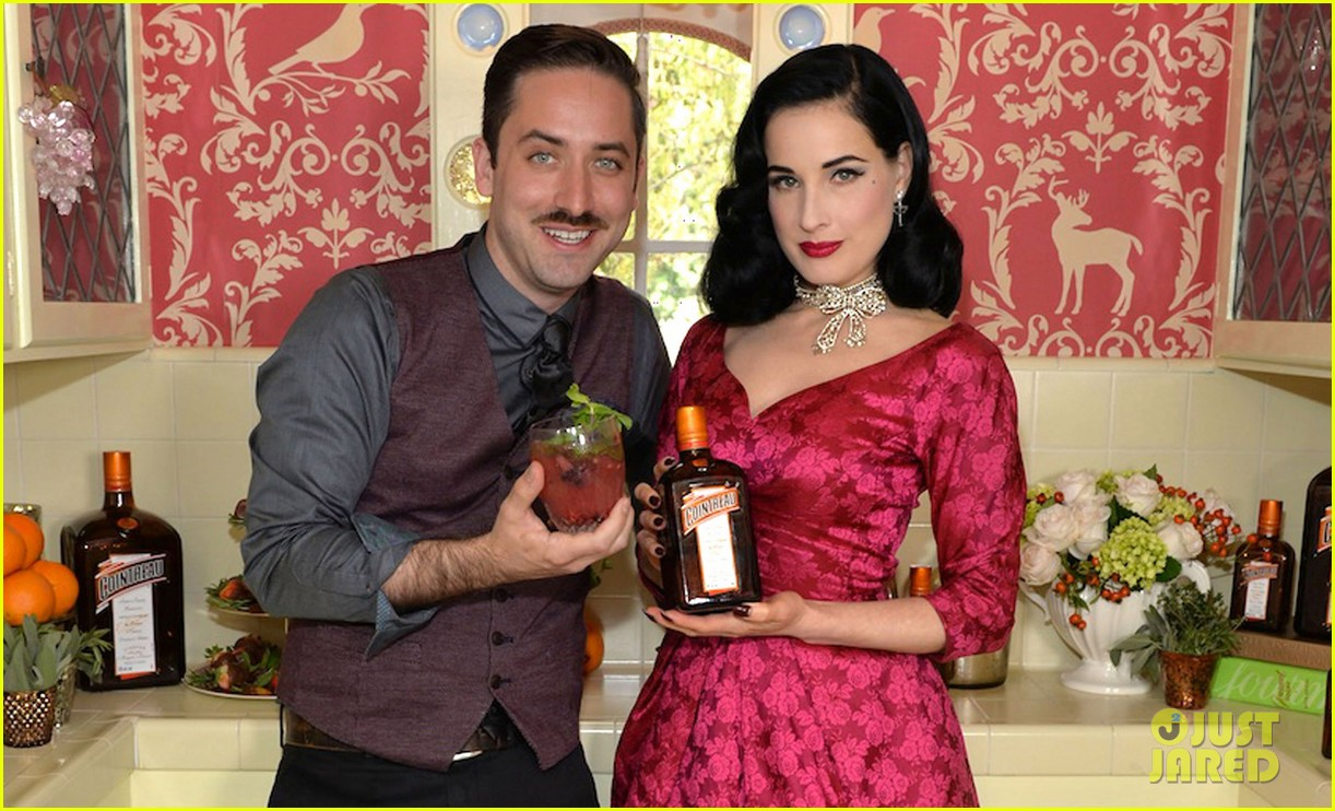 dita von teese virtual holiday soiree 03