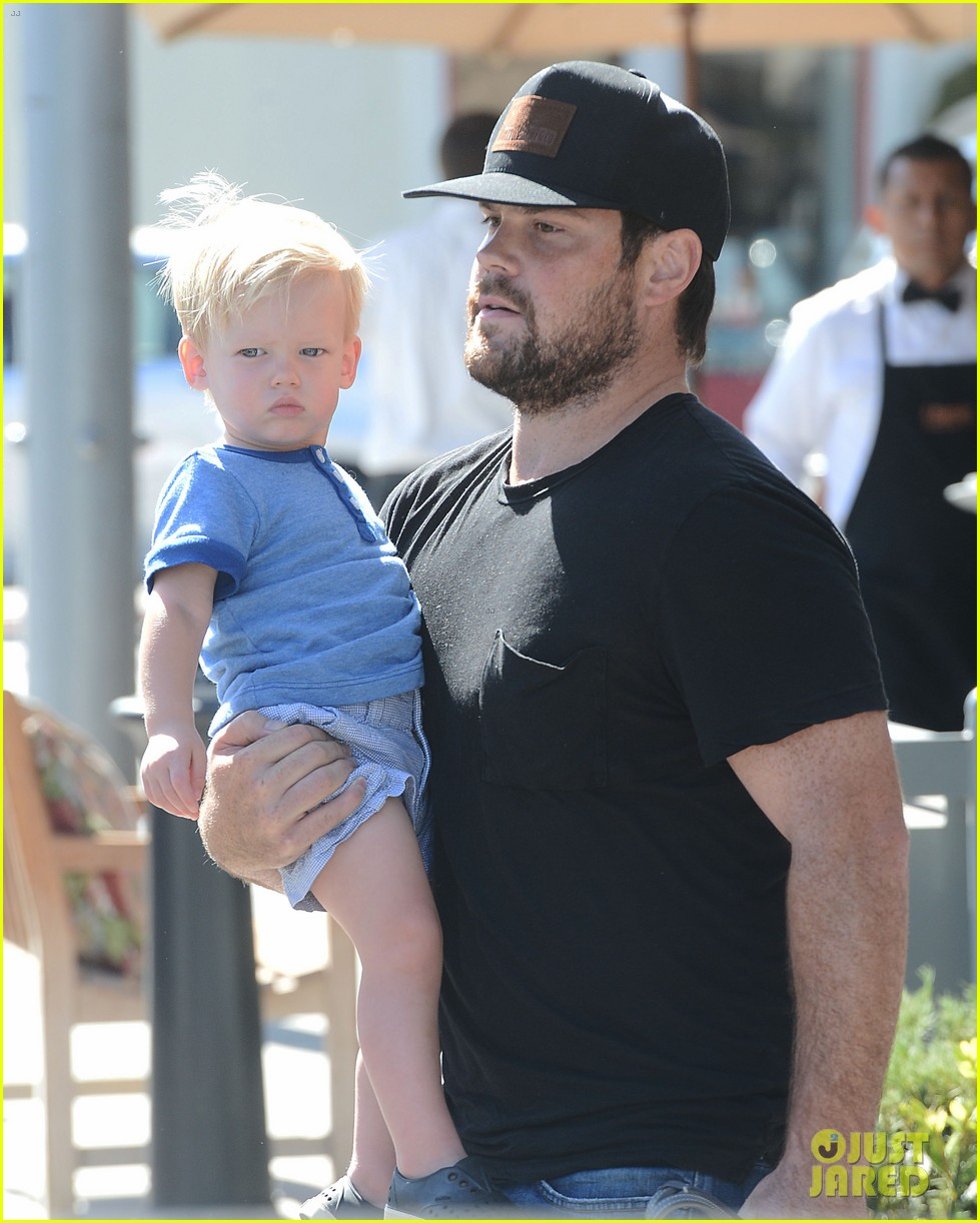 hilary duff dinner with luca after b day celebrations 04