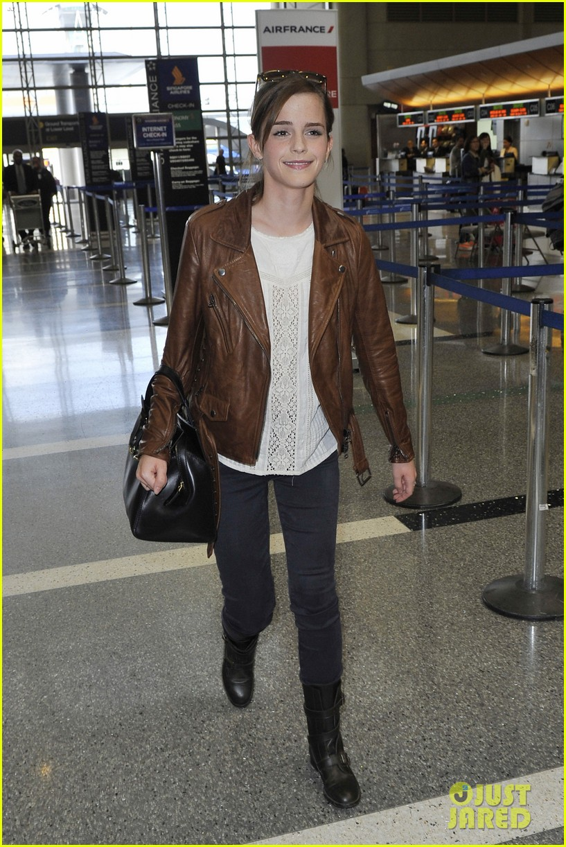 emma watson flies out of los angeles 08