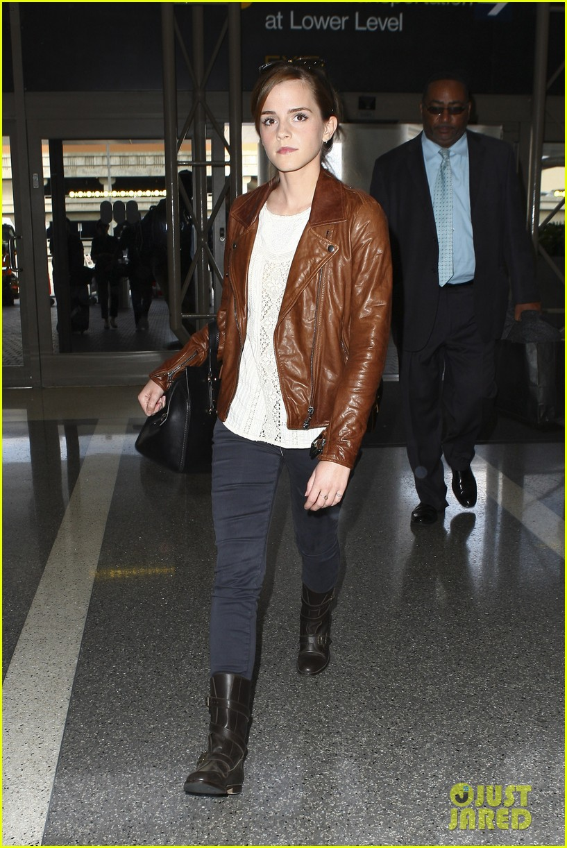 emma watson flies out of los angeles 12