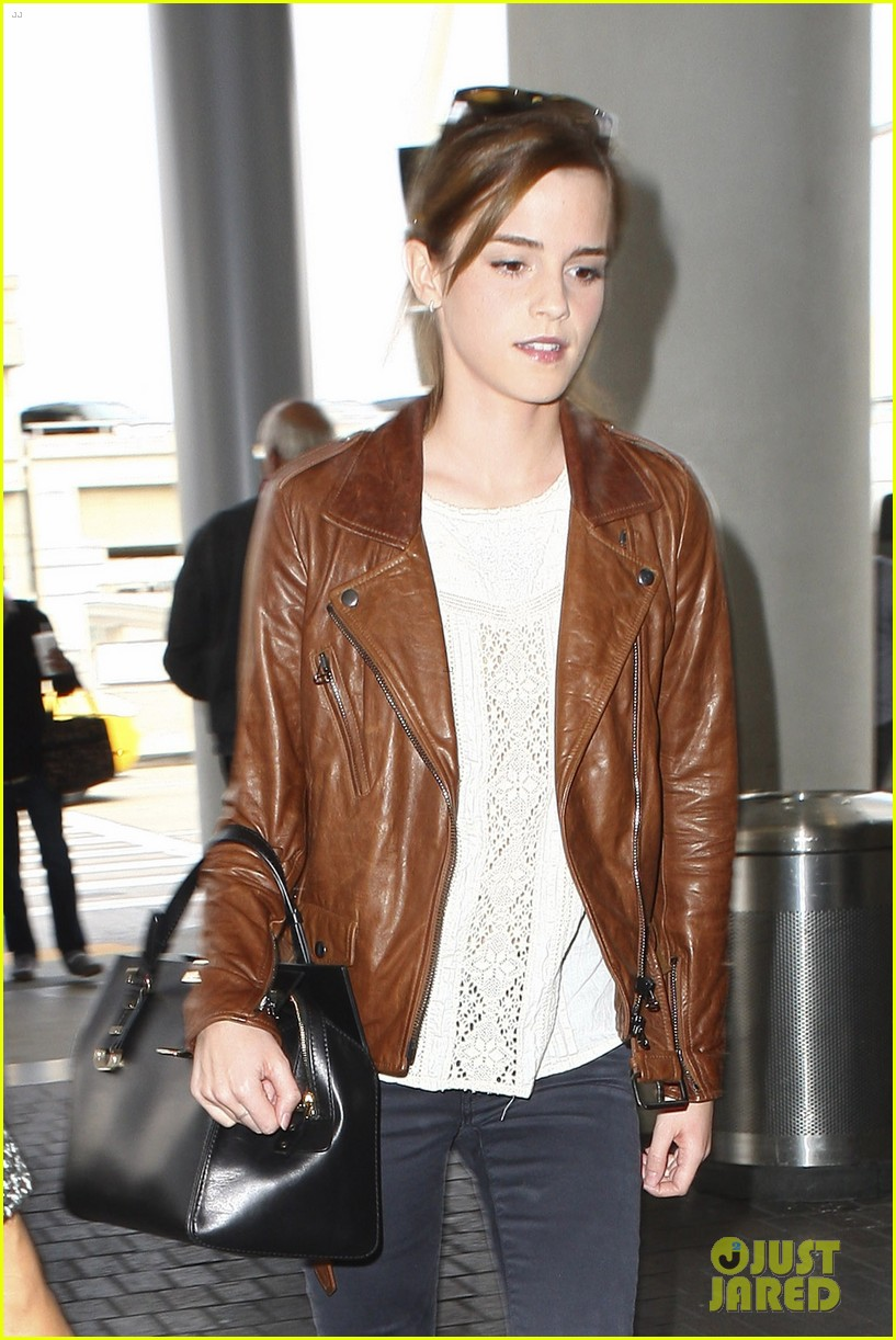emma watson flies out of los angeles 182977936