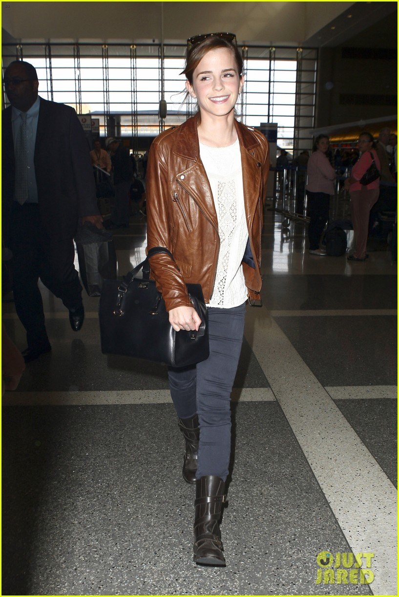 emma watson flies out of los angeles 20