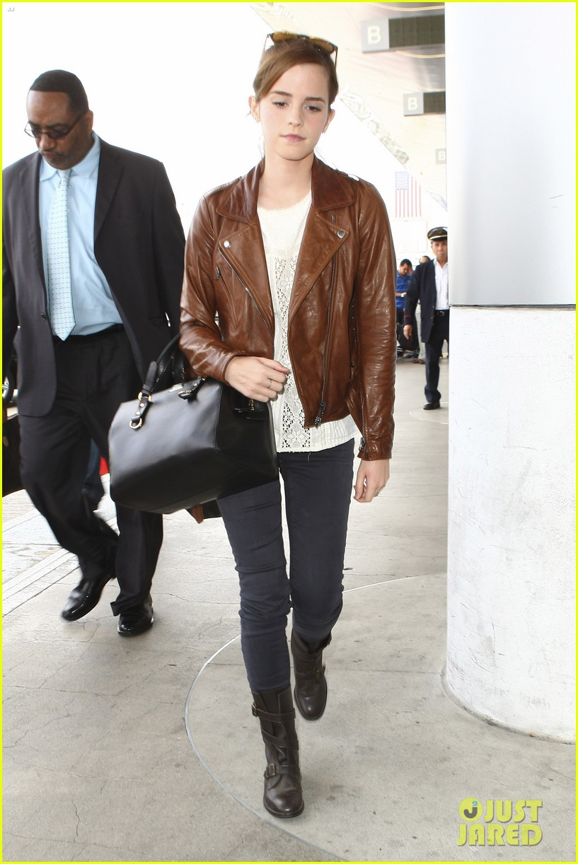 emma watson flies out of los angeles 21