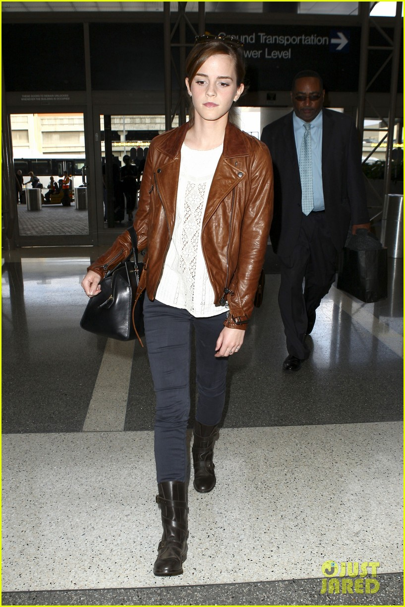 emma watson flies out of los angeles 25
