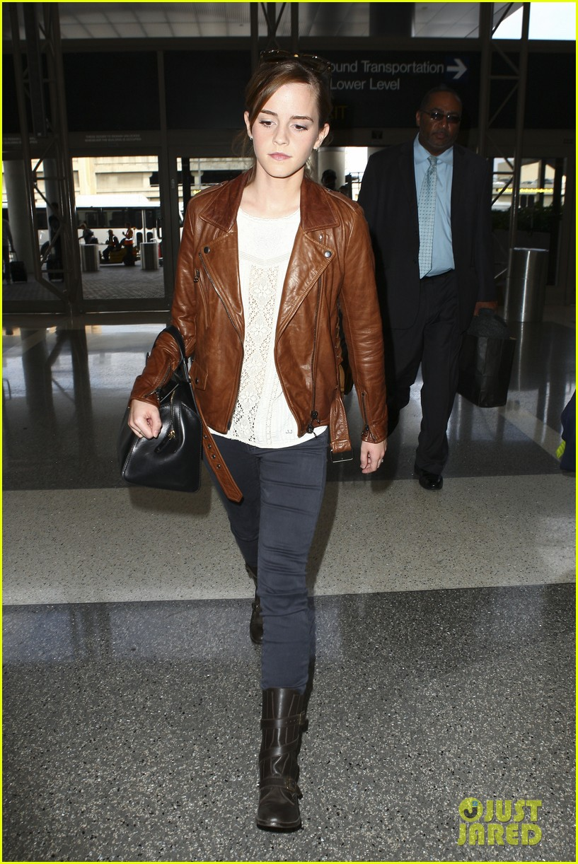 emma watson flies out of los angeles 26