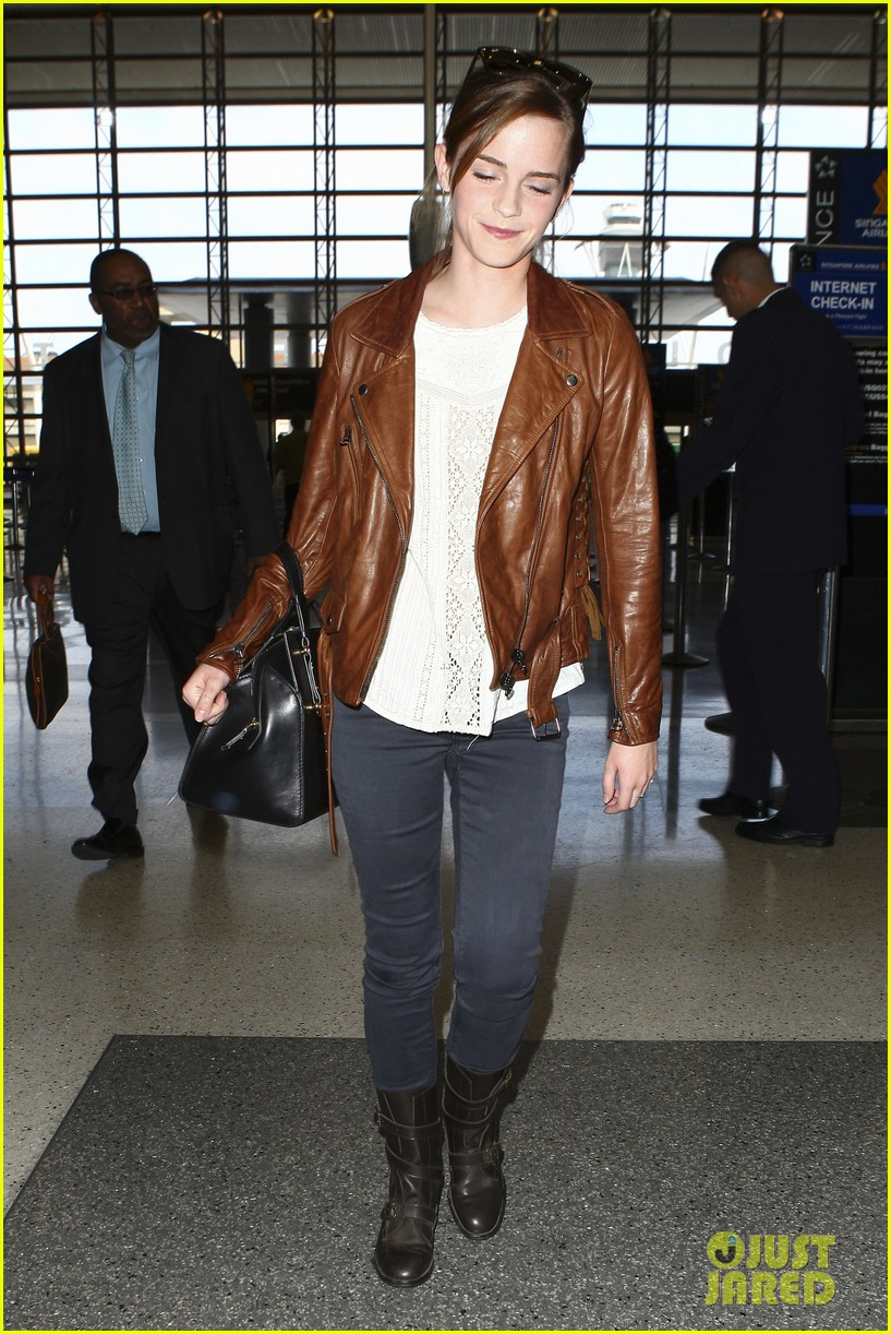 emma watson flies out of los angeles 28