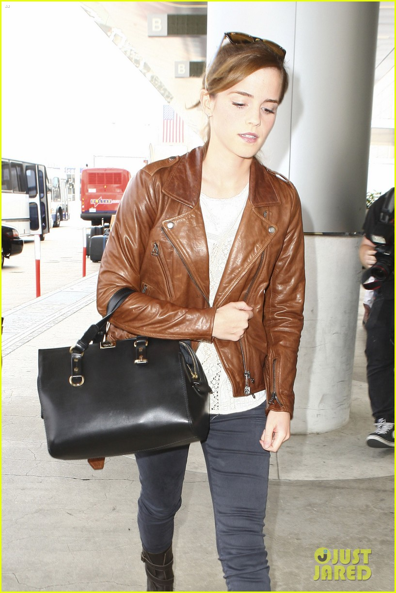 emma watson flies out of los angeles 302977948