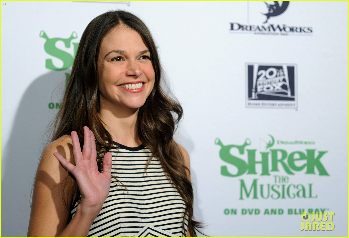 sutton foster launches shrek the musical dvd 02