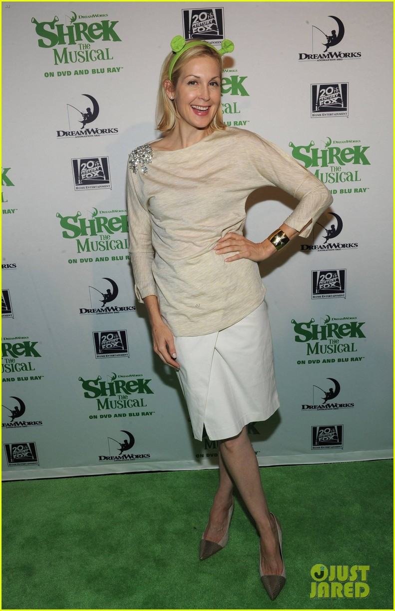 sutton foster launches shrek the musical dvd 12