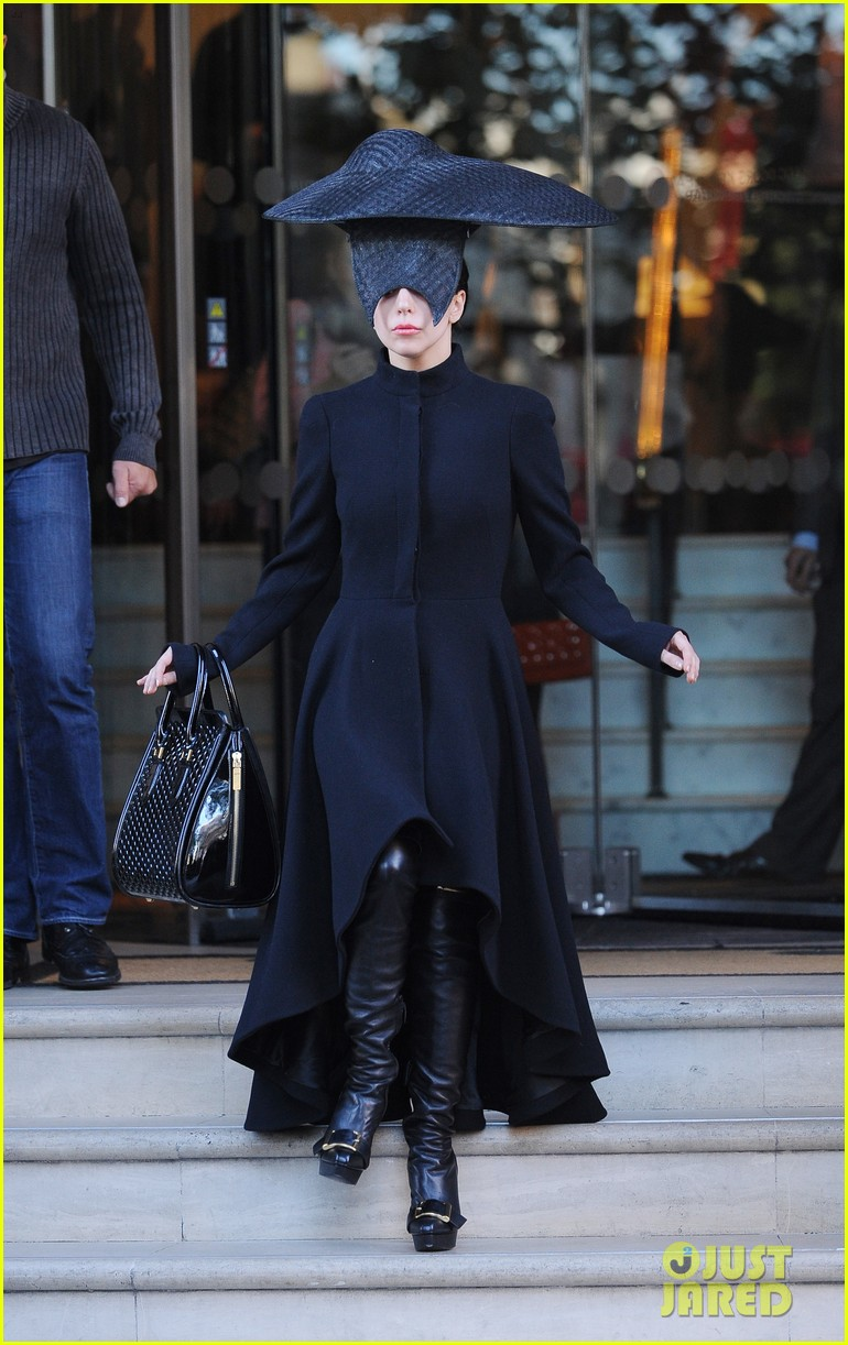 lady gaga steps out in london after puppy alice dies 08