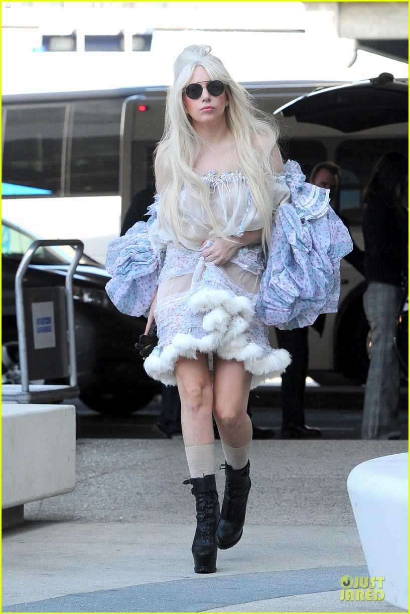 lady gaga berlin take off for artpop listening party 11