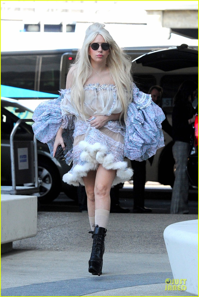 lady gaga berlin take off for artpop listening party 14