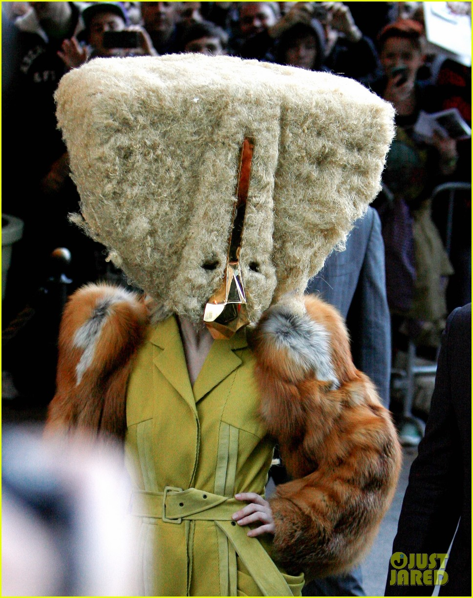 lady gaga wears furry headpeice for artpop promo 02