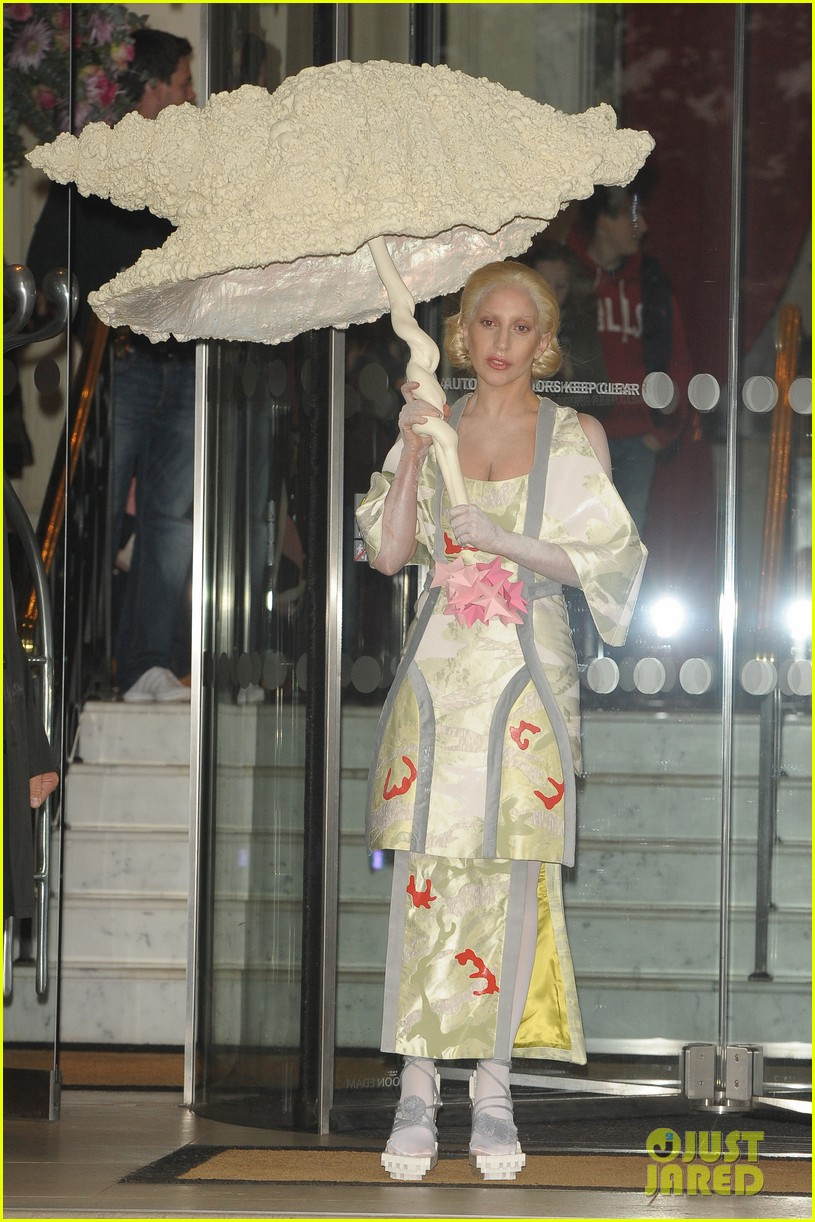lady gaga carries large seashell umbrella around london 05