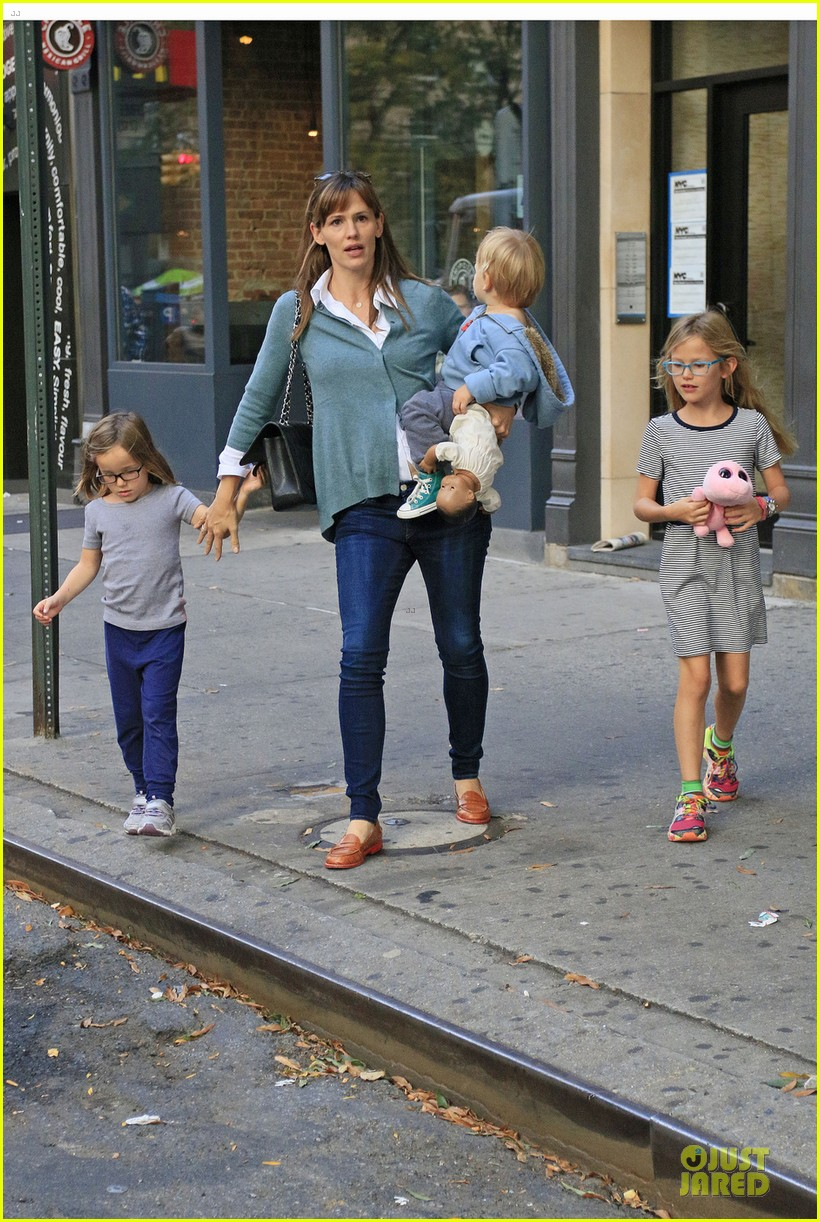 jennifer garner talks paparazzi bill impact on kids daily life 06
