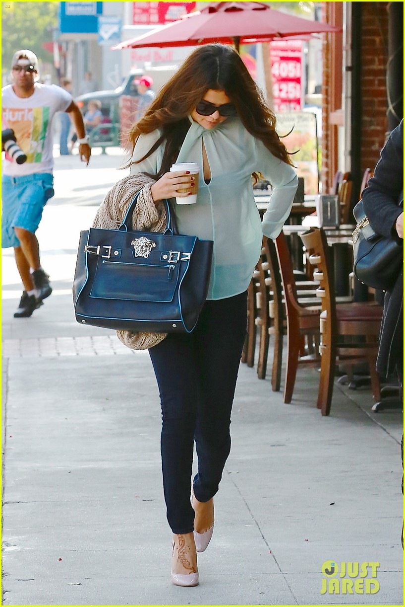 selena gomez grabs coffee with mom mandy 122965349
