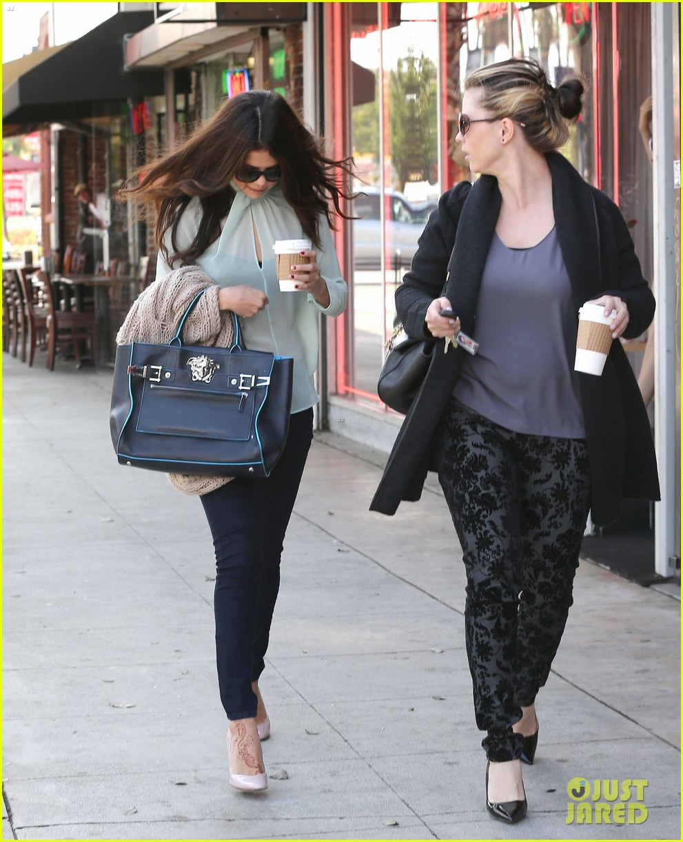selena gomez grabs coffee with mom mandy 232965360