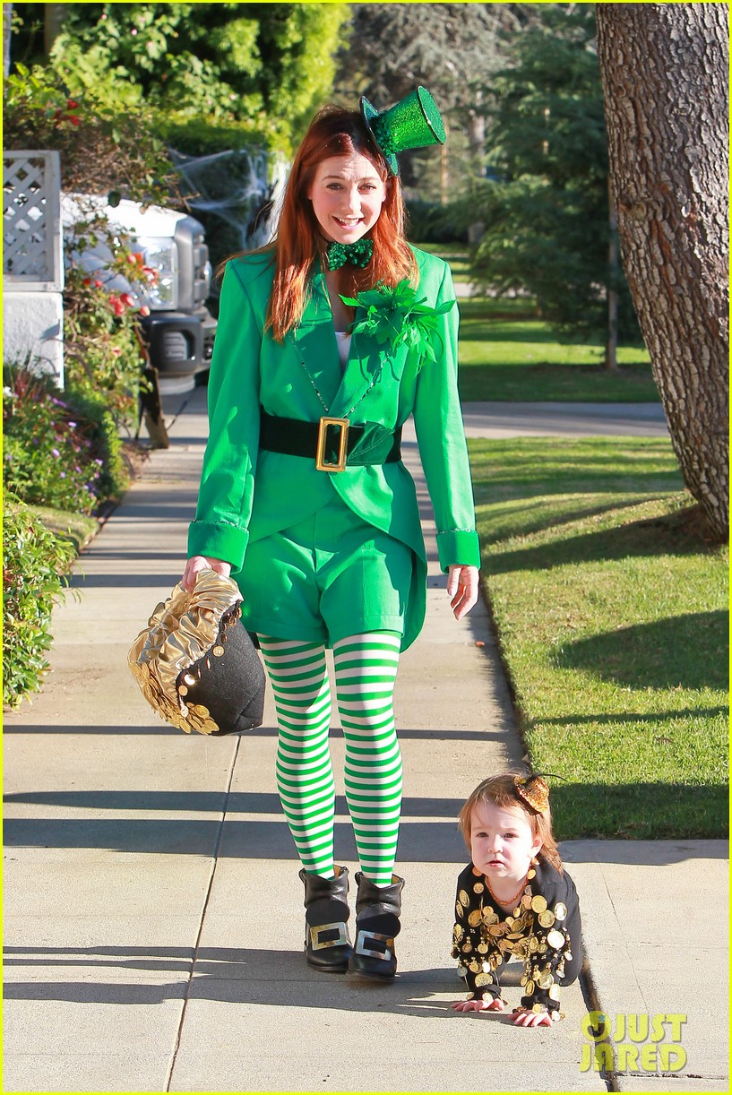 alyson hannigan family leprechaun halloween costume 2013 112983817