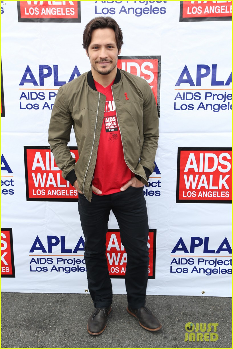 justin hartley goes shirtless revenge stars attend aids walk 142971753