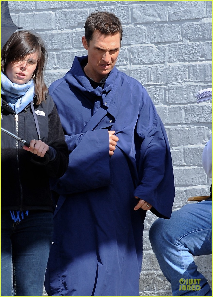 anne hathaway matthew mcconaughey blue robes for interstellar 04