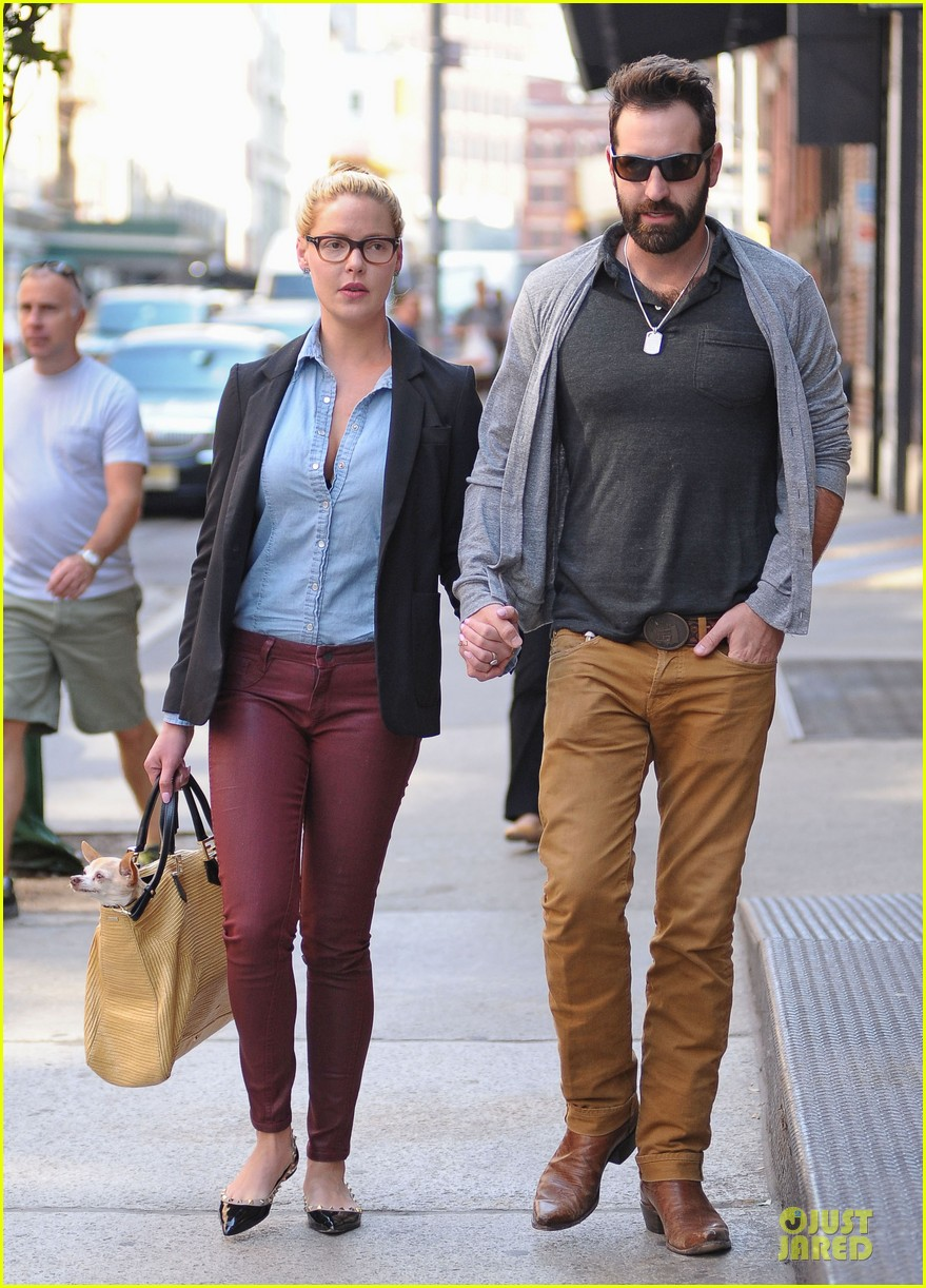 katherine heigl josh kelley hold hands after lunch 11