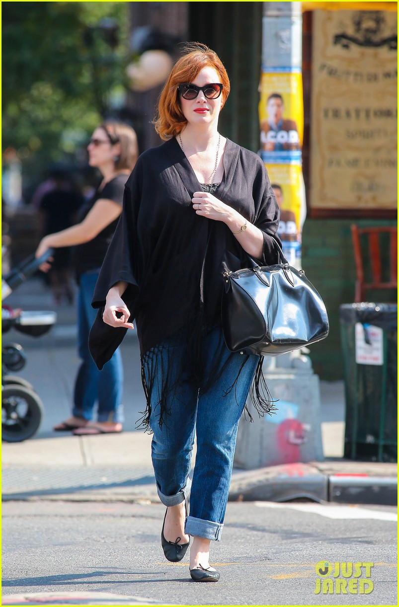 christina hendricks is tres chic in the big apple 06
