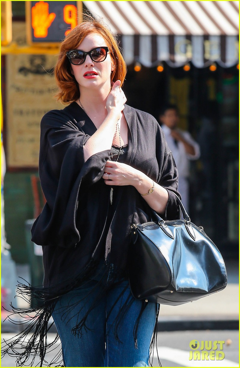 christina hendricks is tres chic in the big apple 082967517