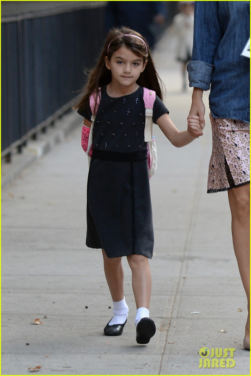 katie holmes takes friday morning stroll with suri 062965880