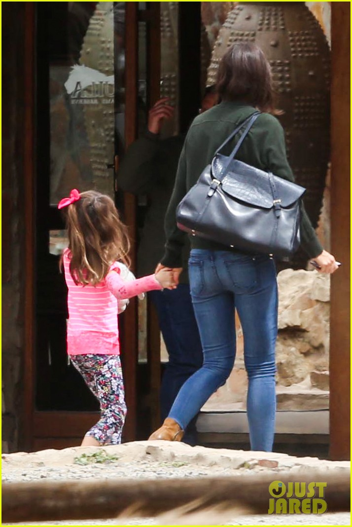 katie holmes suri enjoy safari vacation together 05