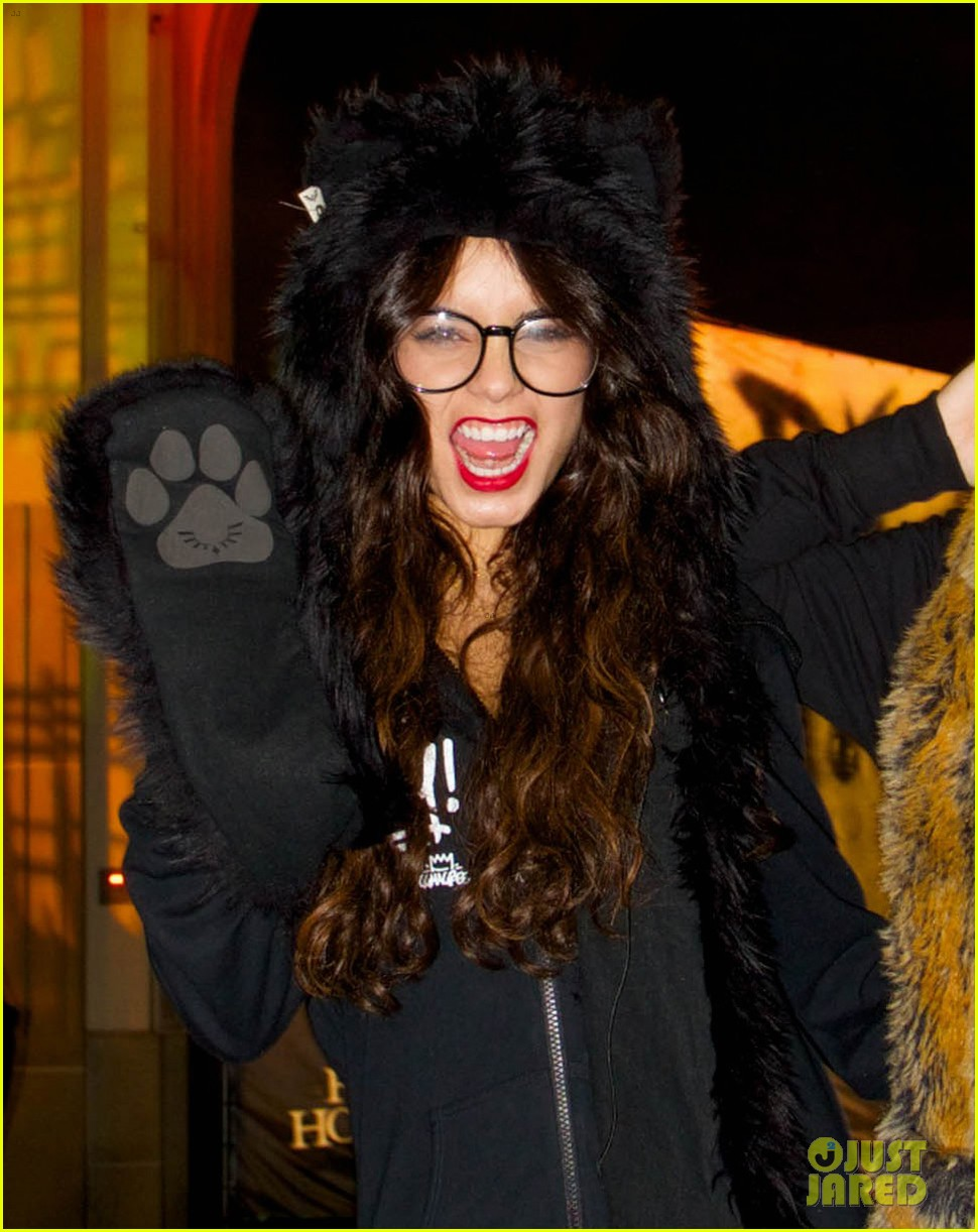vanessa hudgens halloween horror nights with stella 06