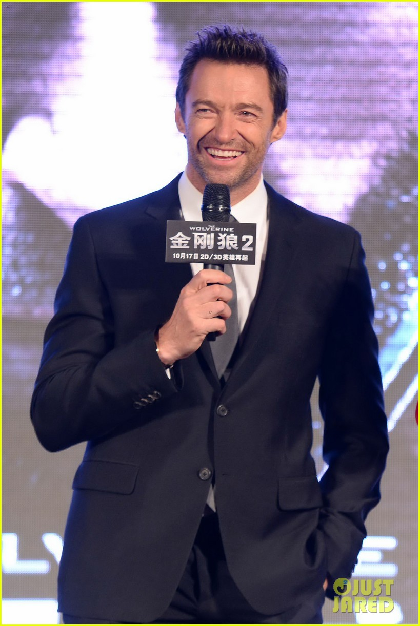 hugh jackman premieres the wolverine in china 02