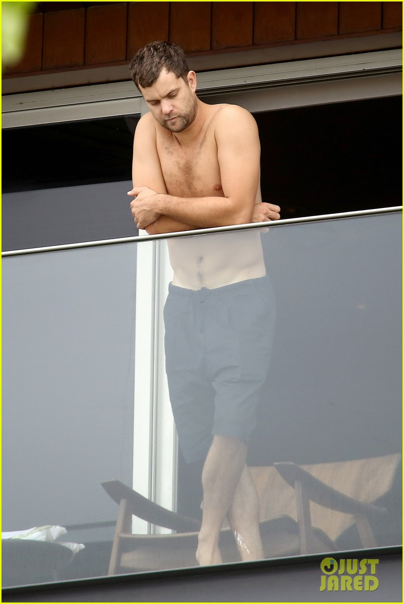 joshua jackson shirtless before day out with diane kruger 042983500