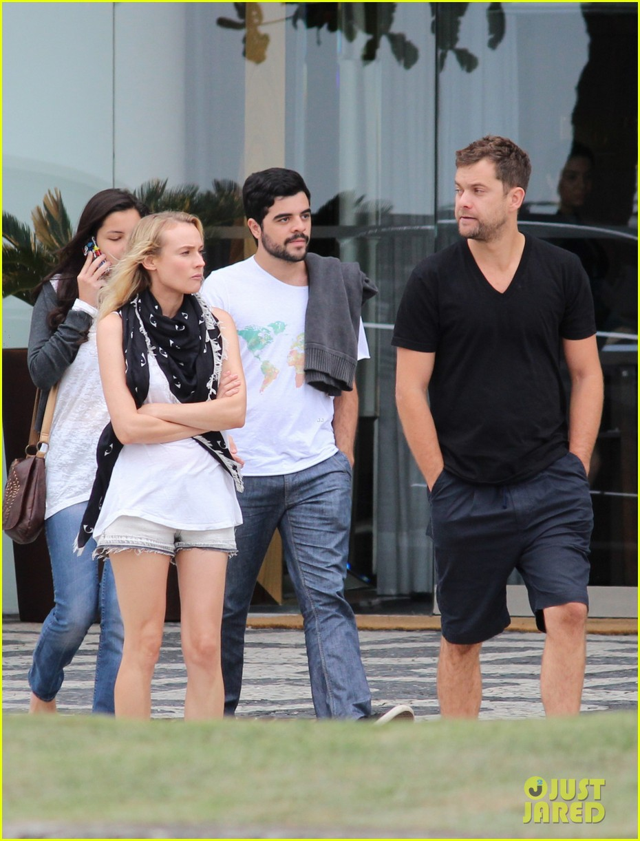 joshua jackson shirtless before day out with diane kruger 06